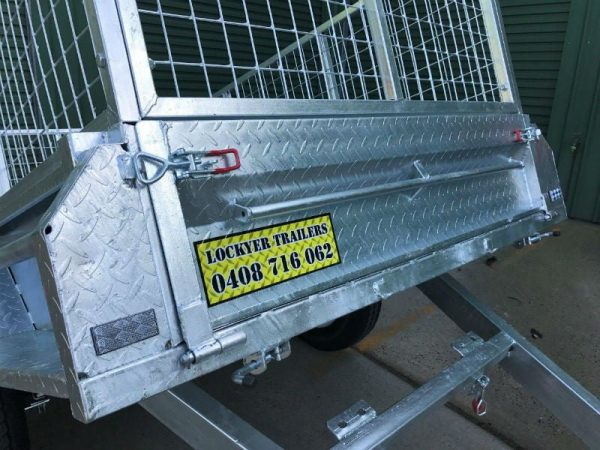 7 x 4 ft Box Trailer - tilt close up