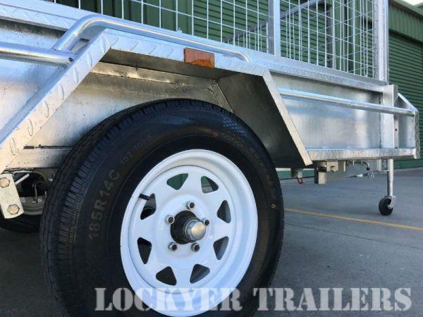 8 x 5 ft Premium Box Trailer - wheel