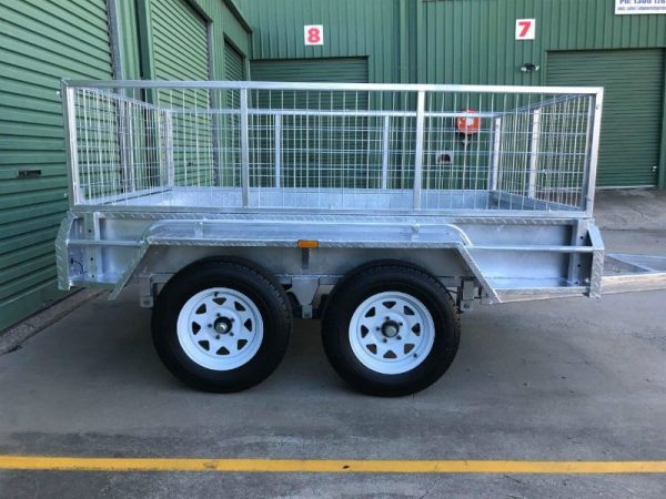 8 x 5 ft Tandem Box Trailer - side view