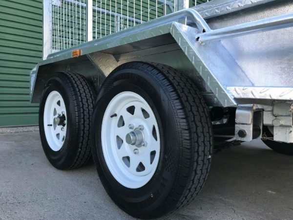 8 x 5 ft Tandem Box Trailer - wheels