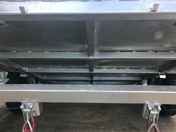 9 x 5ft Heavy Duty Box Trailer - under tilt view